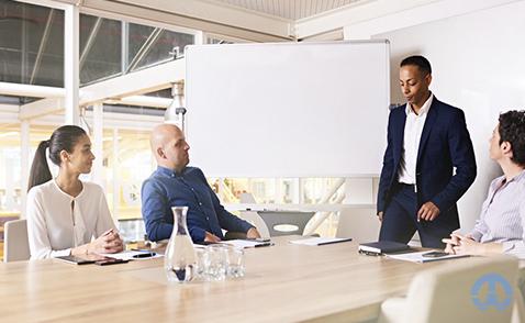 股東會會議的召集什么時候通知全體股東?